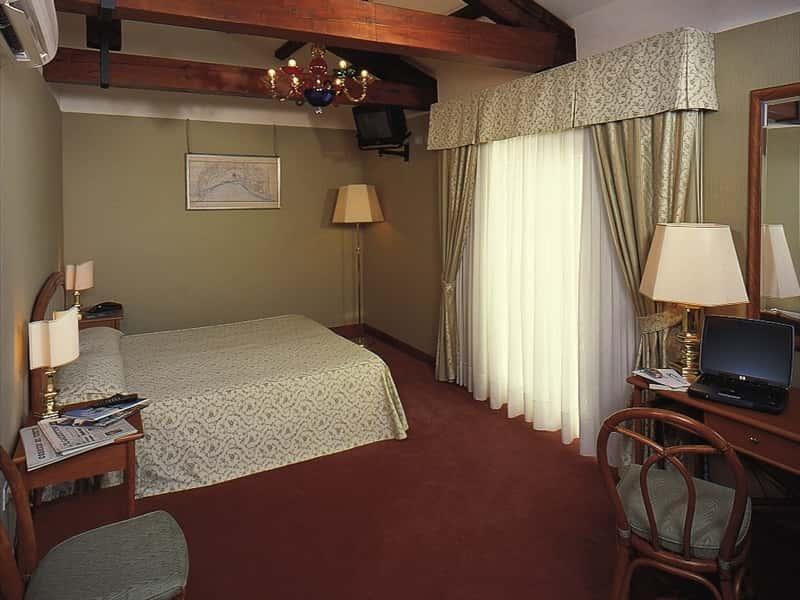 Hotel Santa Chiara And Residenza Parisi