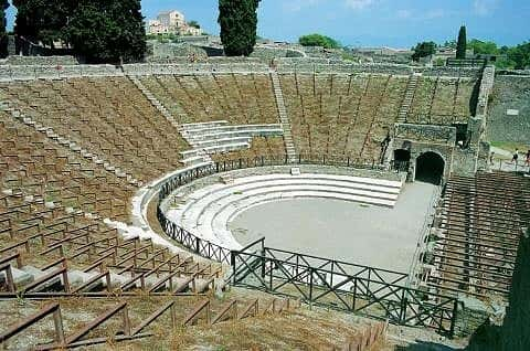 public buildings of pompeii and herculaneum Describe the features of the basilica in pompeii what was the function of the  basilica where was the basilica noniana situated in herculaneum what are  the.